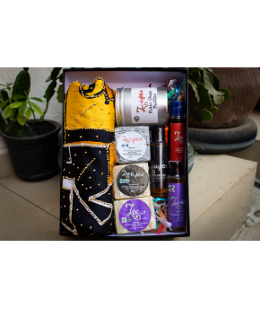 ZEEEIGHT12' GIFT BOXES, 3 SHEA BAR SOAP 200g,1 TIN OF RAW SHEA BUTTER 500G, 3 MINI BODY OILS 250g  AND 6 YARDS OF ADIRE ANKARA 1000g